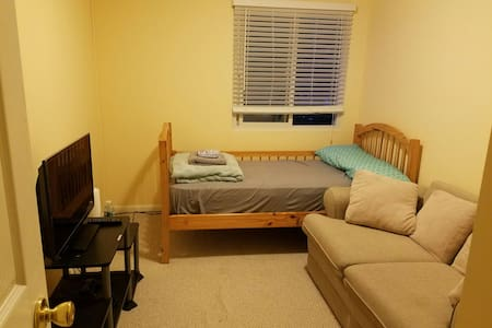 Cozy 1BD with parking. Close to NYC - Nutley - Ház