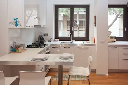 Contemporary flat in Rome EUR
