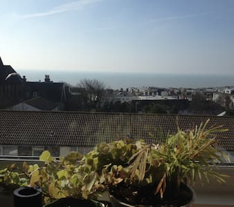 Quiet sea views and plenty of books - Appartement
