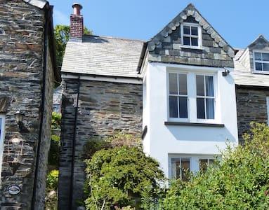 Quirky cottage, picturesque village - Boscastle - Casa