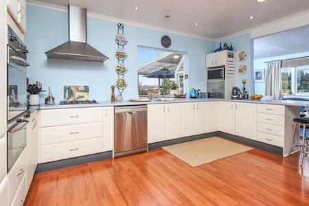 Royal Oak Californian Bungalow - Auckland - Villa