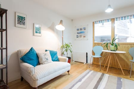 Studio 5 is a spacious studio apartment for 2 with an en-suite shower room on the ground floor of our 3-storey eco-build house, a 25-minute walk from the harbour. We hope you'll feel at home whether you're here for a few days or a couple of weeks.