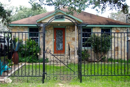 Casa Blanca on the Wimberley Square - Wimberley