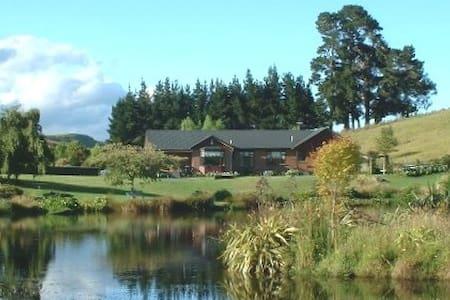 Tidsfordriv Rural Retreat B & B - House