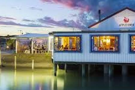 Ruby Bay Tasman Simple Retreat - Bed & Breakfast