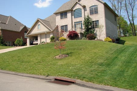 Beautiful home off I-79 - Canonsburg - Dom