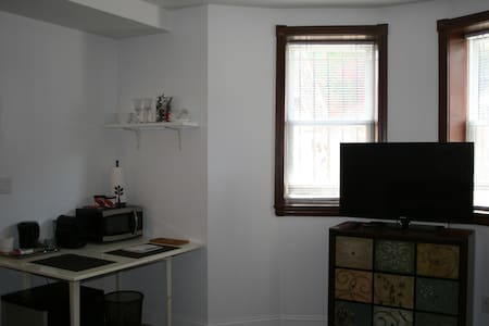 Studio in townhouse with backyard - Queens - Apartment