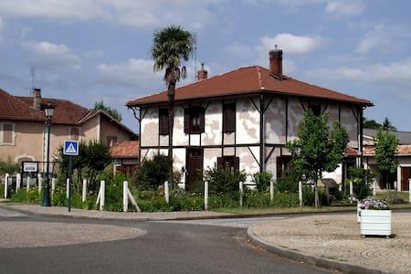 La Ferme de Mézos : Chambre Cèdre - Gästehaus