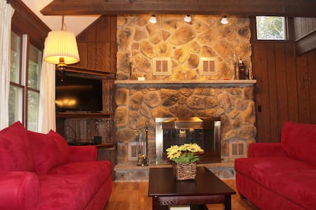 Spacious 3-Story Lakeview Retreat, 7 Br 3 Ba - Blakeslee - House