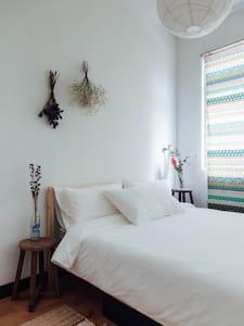 Lovely and Charming MingSheng YenShou St.- Room B - Leilighet