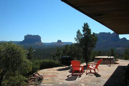 Mountain House Overlooking Red Rock Formations - Dom
