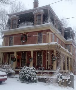 Historic Bed & Breakfast Downtown - Worcester - Casa