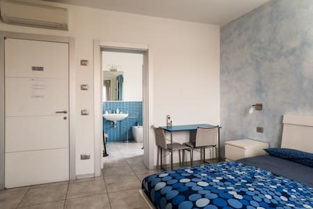 IGDR Blue Room for 3 with breakfast - Ferrara - Bed & Breakfast