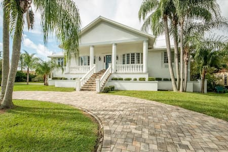 North Tampa Bay Beautiful Luxury Home on Marina. - New Port Richey