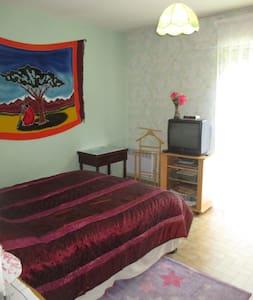 Chambre confortable, et tranquille, dans pavillon. - House