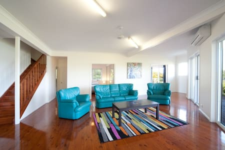 PASSAGE AVENUE sleeps 20! - Shute Harbour - House