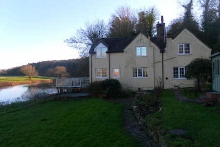 RIVERSIDE COTTAGE -FISHING+MOORINGS - Hanley Castle