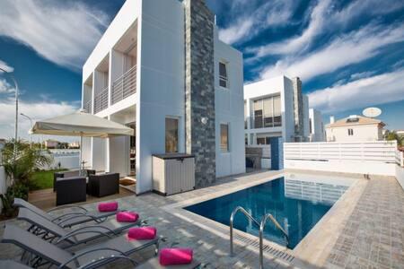 Villa Josie, Luxury 3 BDR villa - Paralimni