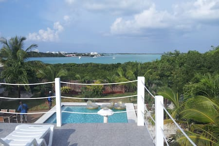 """White House"" Luxury in The Bahamas - George Town - Villa"