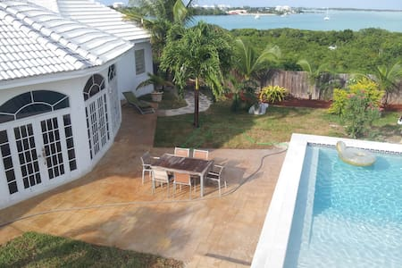 """White House"" Luxury in The Bahamas - Villa"