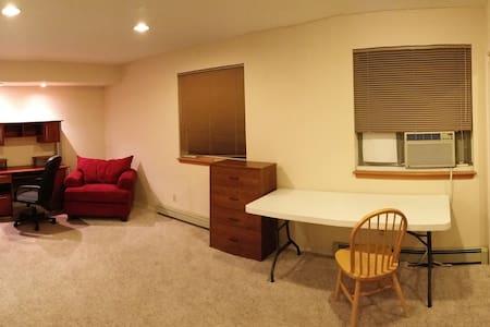 Furnitured Bedroom $500+util/mon - Los Alamos - House