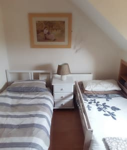 comfortable detached 15mins airportin seaside town - Dům