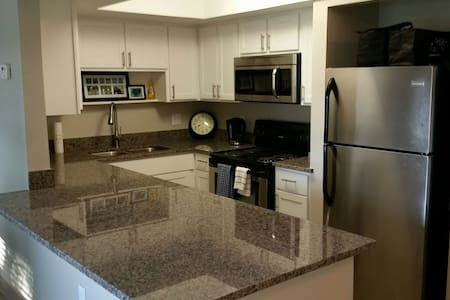 Upscale Apartment: 1BDRM w/Kitchen!