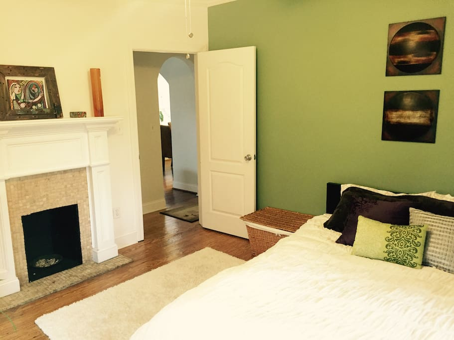 Large spare bedroom (2)