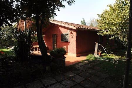 Villetta indipendente con giardino - Rome - Villa