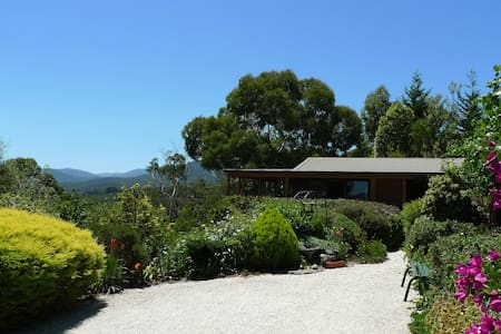HELGRAH with VIEWS TO DIE FOR .. from $120 - Healesville - Loft