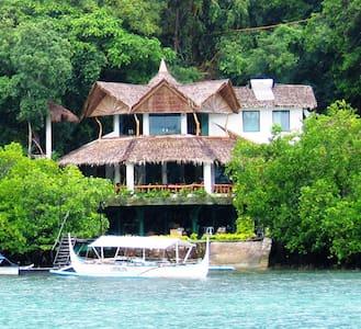 Spacious 4 Bedroom Boathouse - Puerto Galera - Villa
