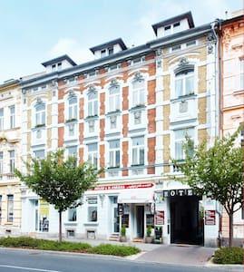 Hotel Clochard Chomutov - Andre