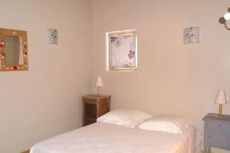 Belle chambre calme près de Valence - HOSTUN - Bed & Breakfast