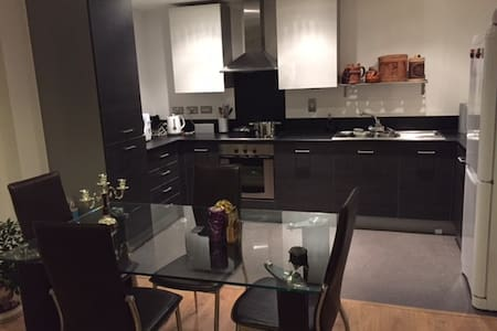 spacious double room canary wharf