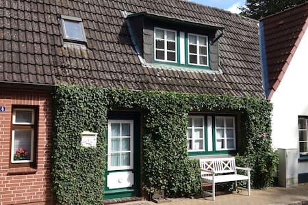 Das gemütliche Ferienhaus EfeuNest in der Altstadt - Friedrichstadt - House