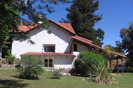 CHALET LA CUMBRE APTO P/10 PERSONAS - Casa