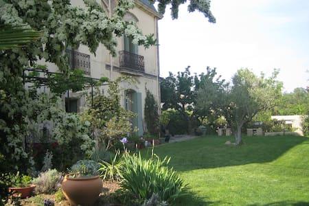 La chambre d'amis Mas des Fontaines - Montagnac - Bed & Breakfast