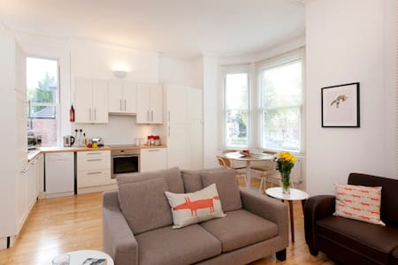 This is a fabulous, large light modern apartment for 4 people in 2 double rooms, one bed at the top of a mezzanine ladder (very Scandinavian design!). The location is right next to Trent Bridge Cricket Club and the cafe culture of  West Bridgford.