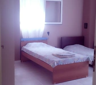 Lovely room 1 in Perea city. - Casa