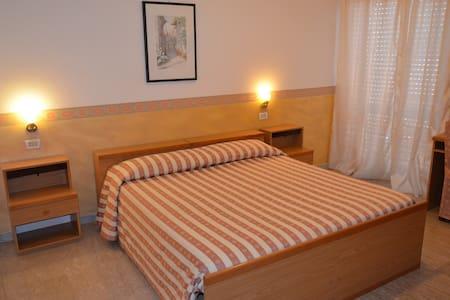 Camera singola -doppia-tripla - Vibo Marina - Bed & Breakfast