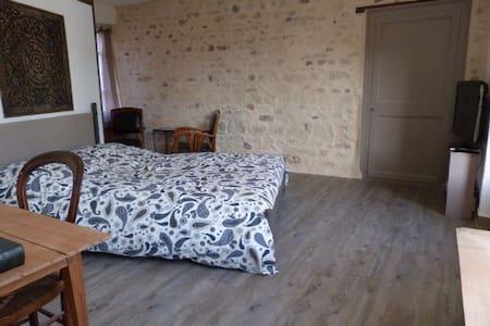 Chambre avec SdB, entrée privative - Parmain - Talo