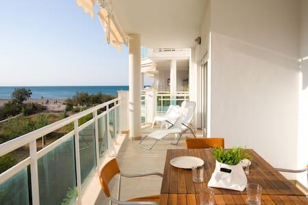 Apartamento en 1ª línea de playa - Flat