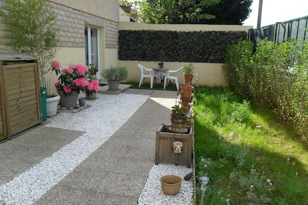 Appartment with garden, near Paris - Haus