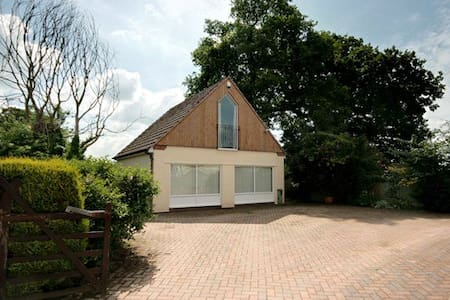 Superb 2 Bedroom Detached Annexe - Shrewsbury