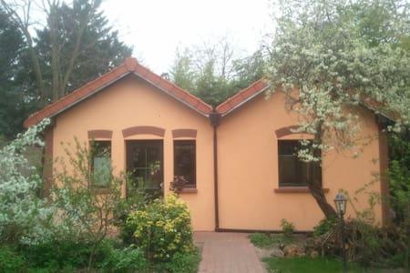 Cottage indépendant au calme - House