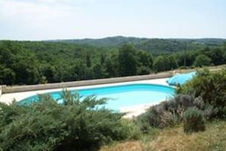 Maison avec piscine privative - Les Eyzies-de-Tayac-Sireuil - Huis