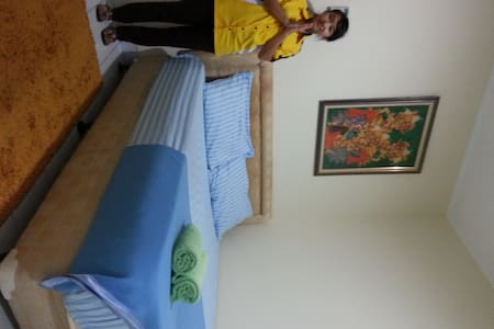 8 mins walk to bus station & mal ❤ - West Jakarta - Bed & Breakfast