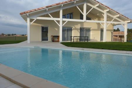 Maison neuve avec piscine - Vila