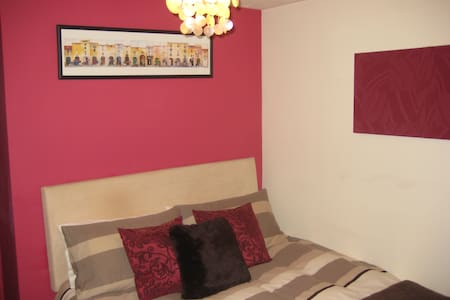 Fab semi ~ private parking & garden - Cairneyhill - Hus