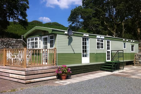 Caravan with farm views - Llanbedr